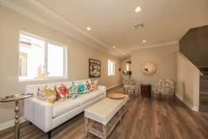 006-living_room-1570983-mls
